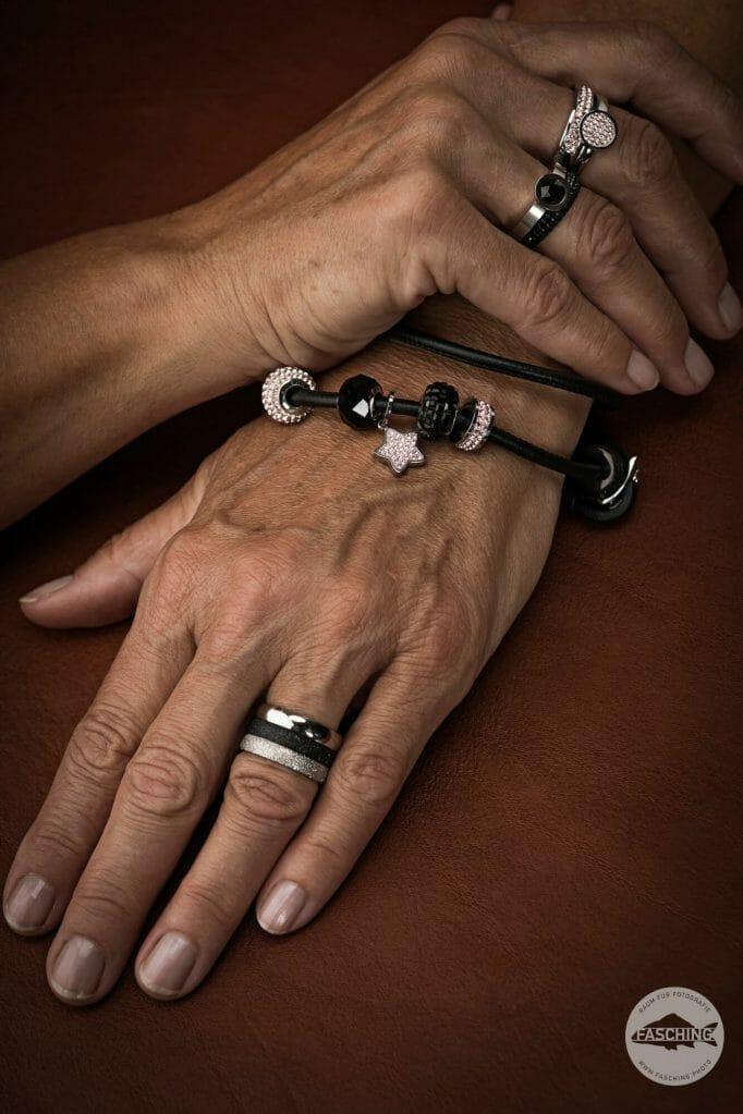 Hands with Jewellery, Photo by Reinhard Fasching, Photographer Austria Schmuckfotografie