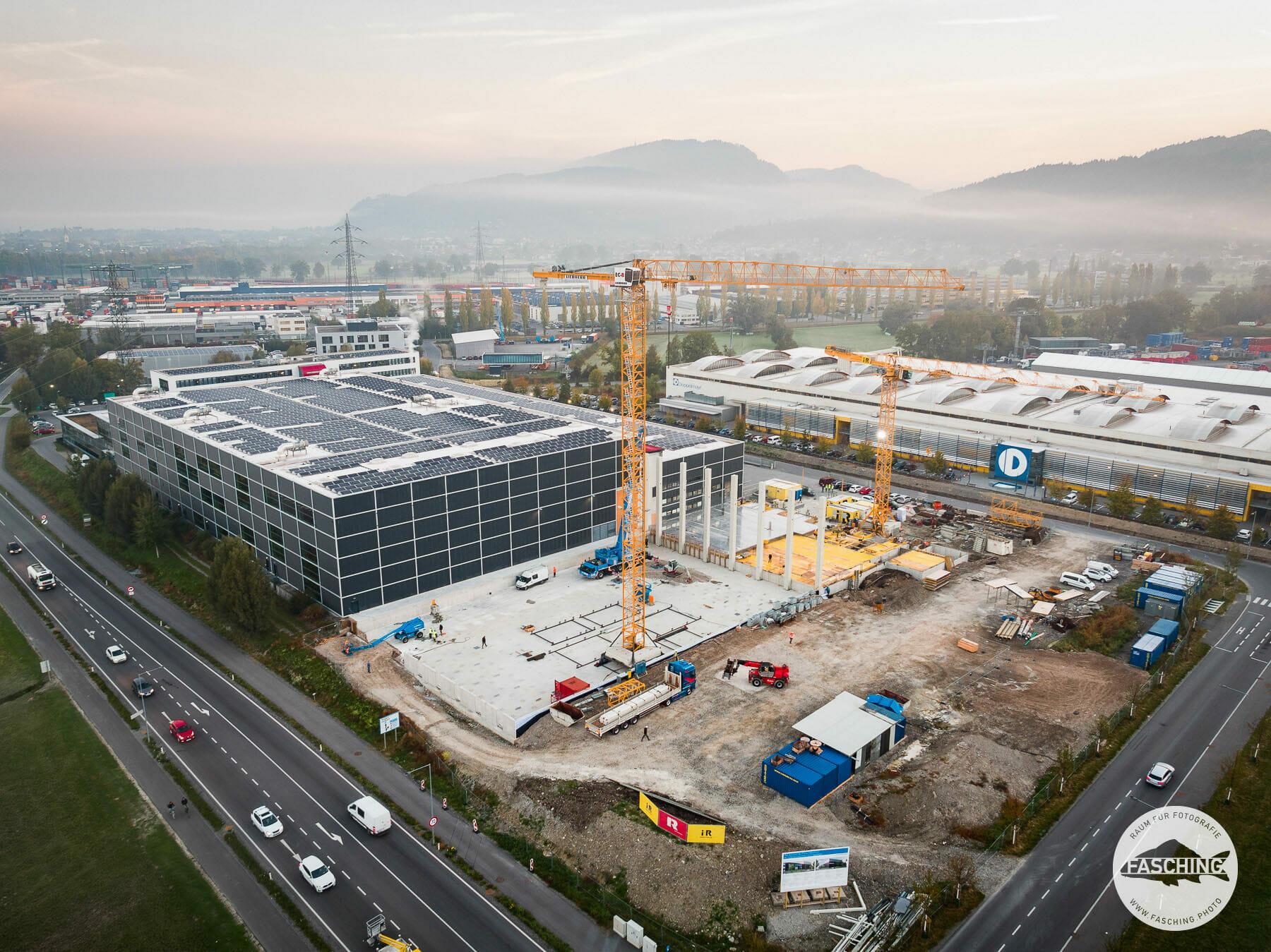 Diese Drohnen Bilder von den Haberkorn und Doppelmayr Firmengebäuden wurden von Drohnenpilot Luca Fasching geschossen