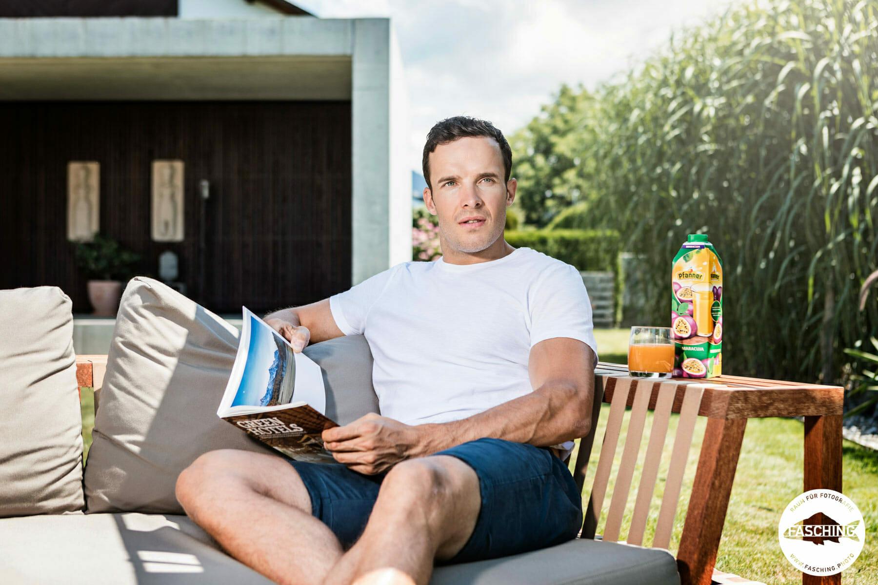 Die Produktfotografen Reinhard und Luca Fasching schossen die Werbeaufnahmen für Pfanner Fruchtsaft mit Christof Innerhofer