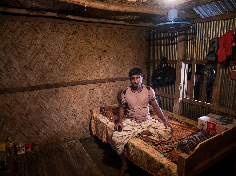 Shipbreaking worker in his tin hut, Chittagong, Banglades, photography Reinhard Fasching, Austria