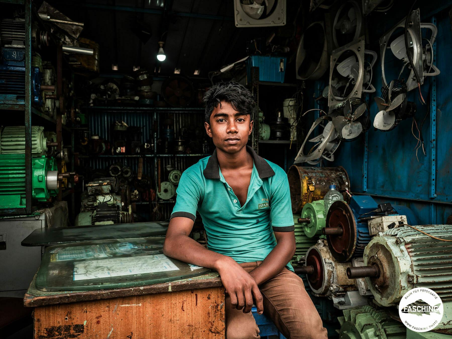 Reinhard und Luca Fasching reisten zusammen nach Bangladesh um eine Dokumentation über Shipbreaking in diesem Land zu fotografieren