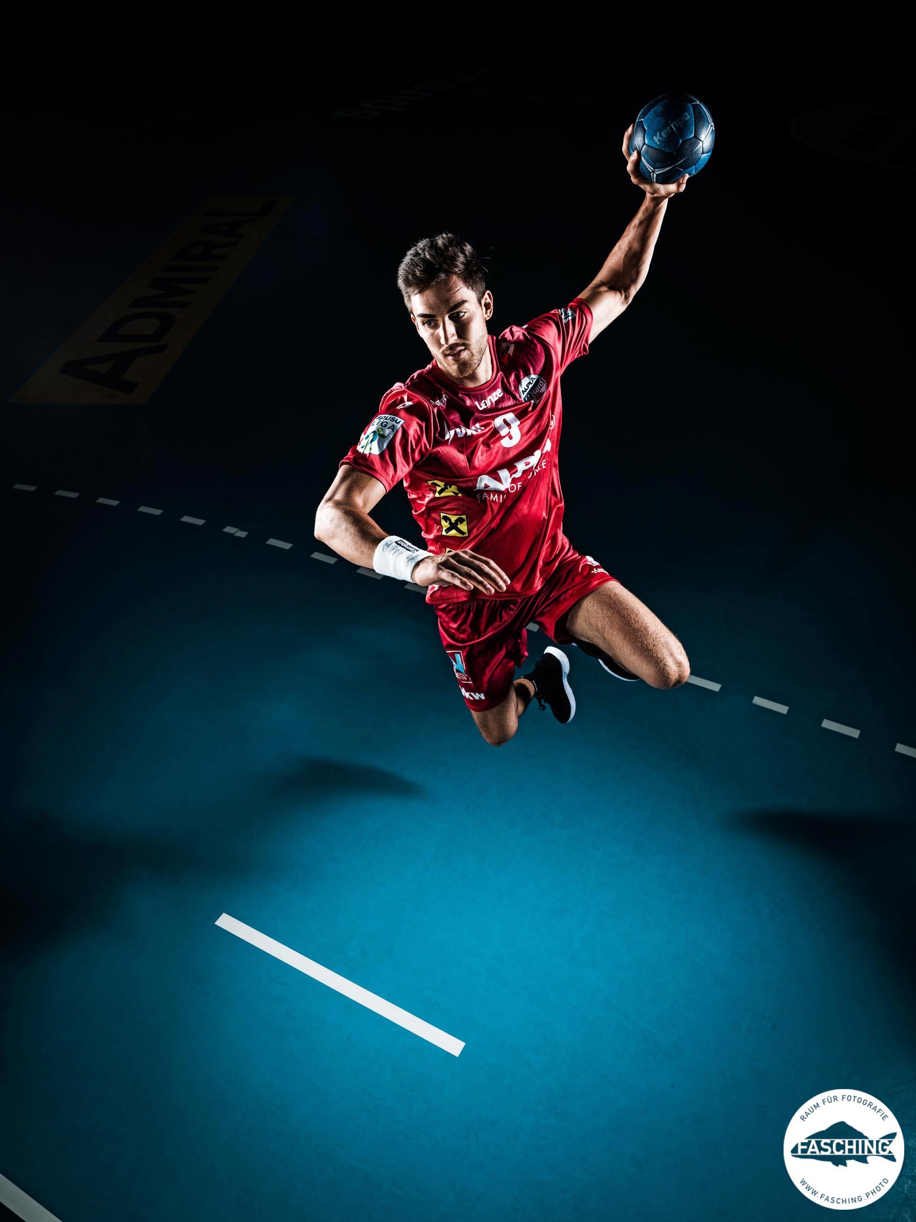 Actionbild eines Sprungwurfes, vom Vorarlberger Werbefotograf Luca Fasching