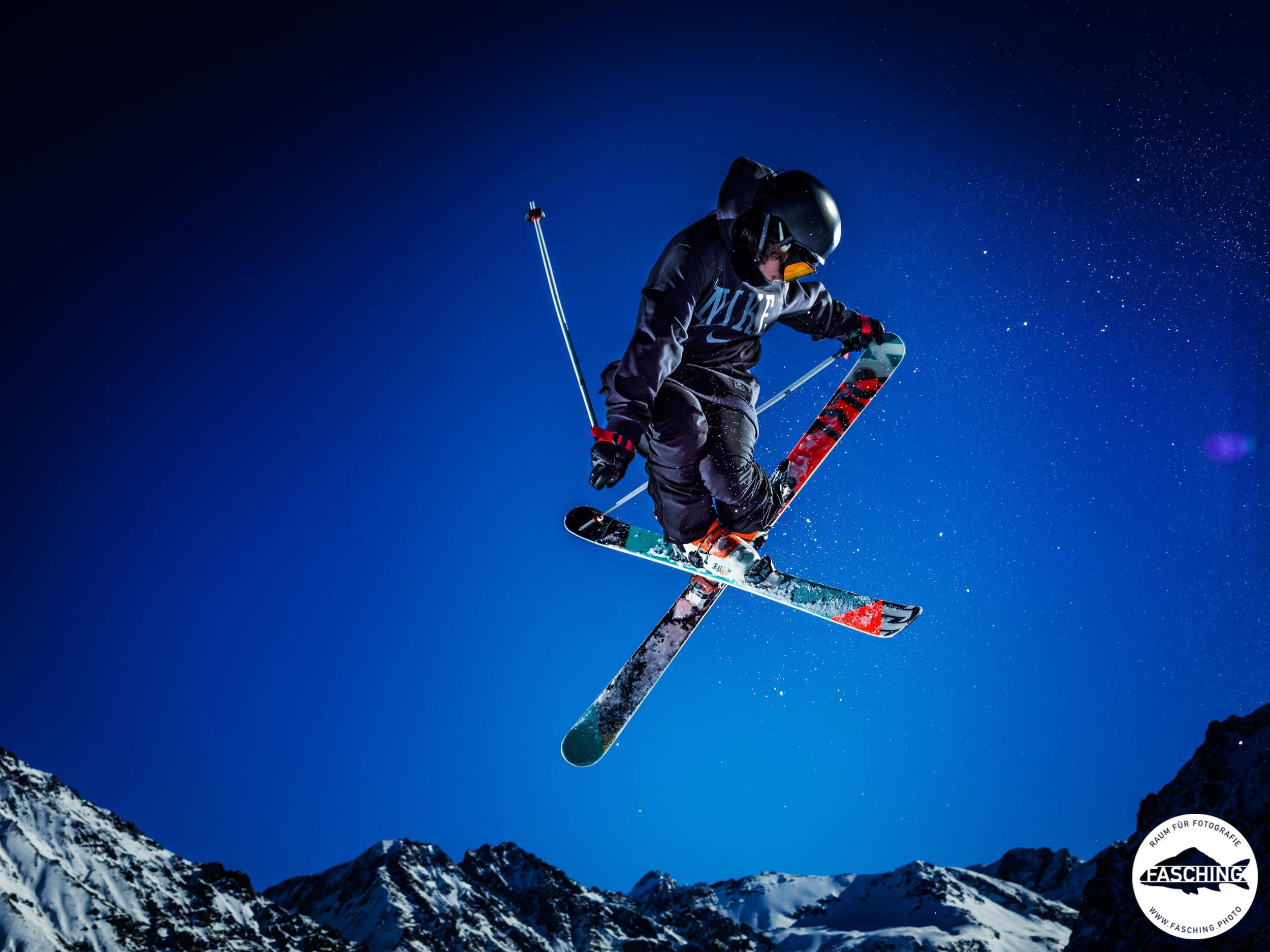 Sportfotograf Luca Fasching schoss diese Aufnahmen der Freestyleskifahrer