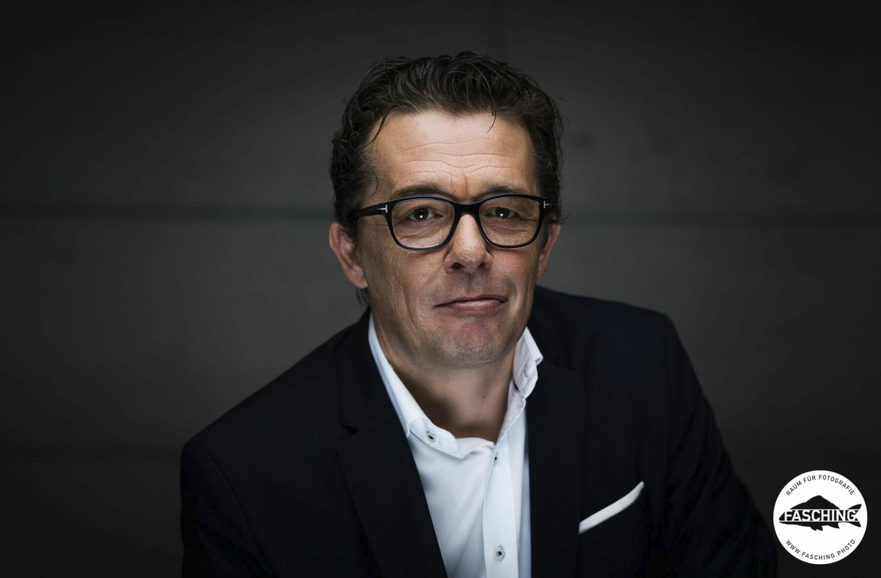 Hans Peter Metzler Businessportrait fotografiert von dem vorarlberger Fotograf Luca Fasching für die Vorarlberger Wirtschaftskammer