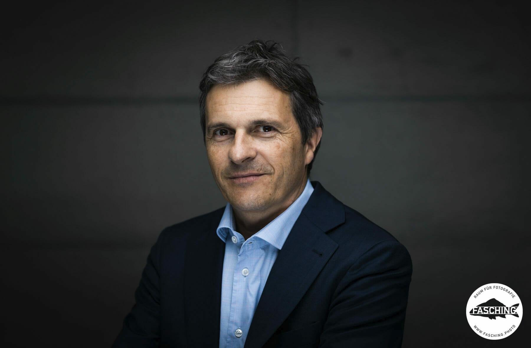 Jürgen Rauch Businessportrait fotografiert von dem vorarlberger Fotograf Luca Fasching für die Vorarlberger Wirtschaftskammer