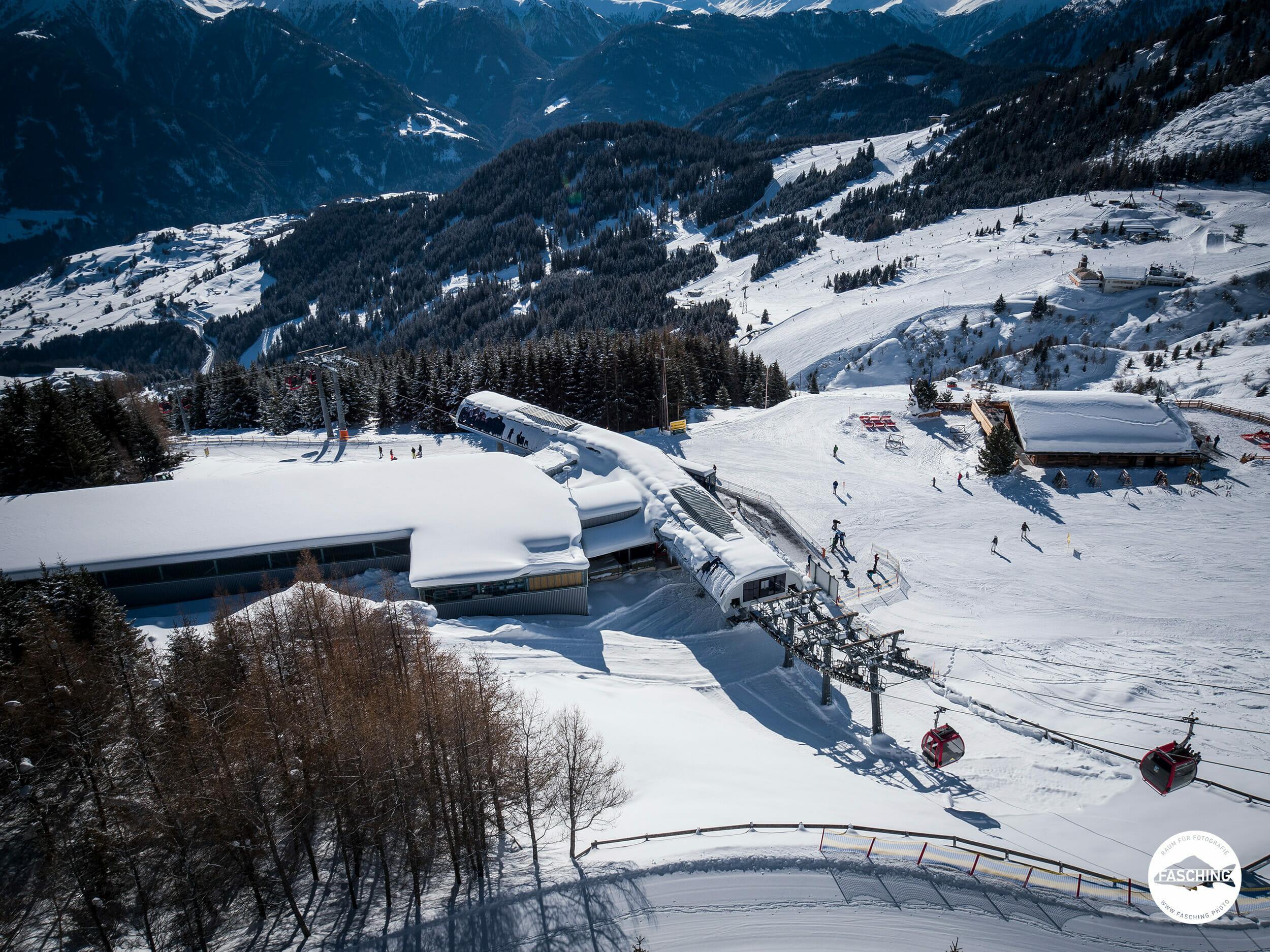 Drohnenfoto Schönjochbahn Serfaus, fotografiert von Studio Fasching, Bregenz